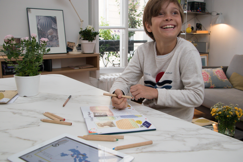 Chaque enfant reçoit un livre comportant l'histoire, mais aussi des jeux de connaissances et des espaces créativité pour en apprendre plus sur Ulysse. Une activité mythologie pour enfant enrichissante et interactive !