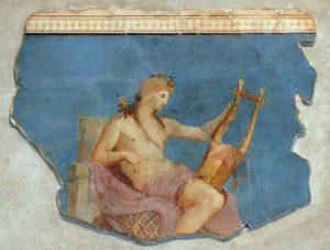 une fresque d'apollon où il joue de la lyre